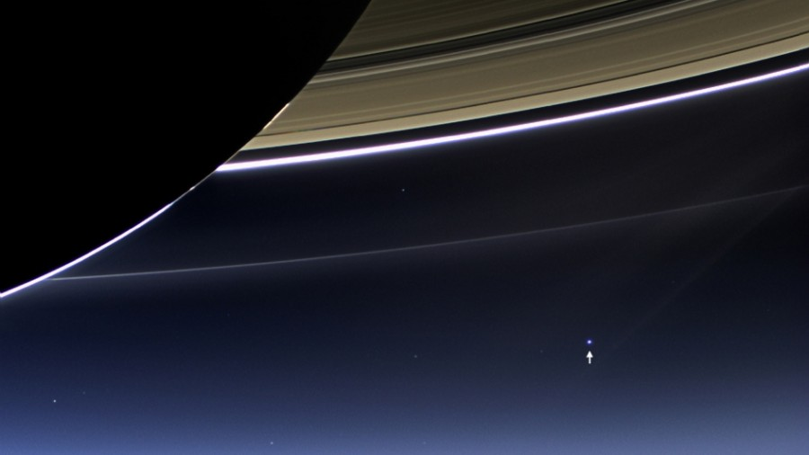 TIL there is a picture of earth taken from Saturn 6,000,000,000 km away.