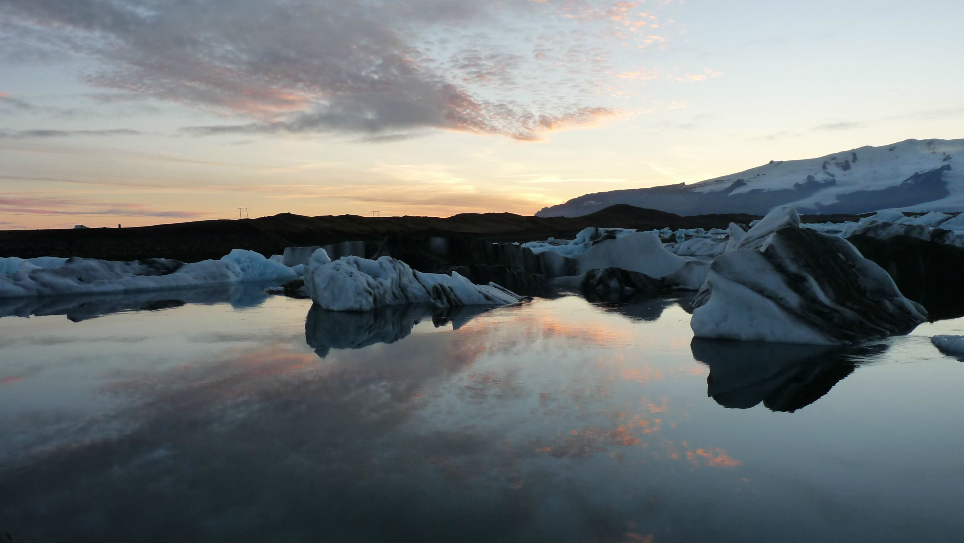 J kuls rl n glacier lake in south iceland at sunset for Iceland torrevieja