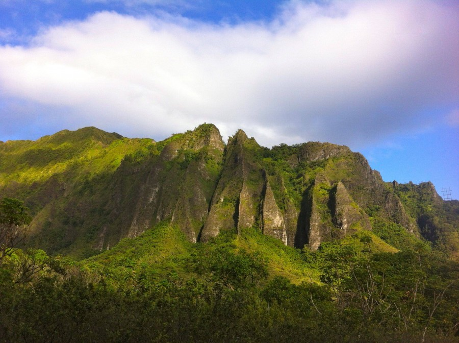 Ko'olau Mountain Range, O'ahu, Hawai'i. [2592×1936] [OC]