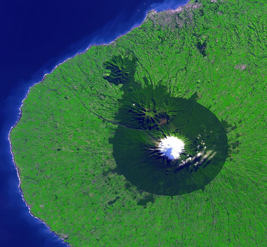 Mount Taranaki from Space [3560×3295]