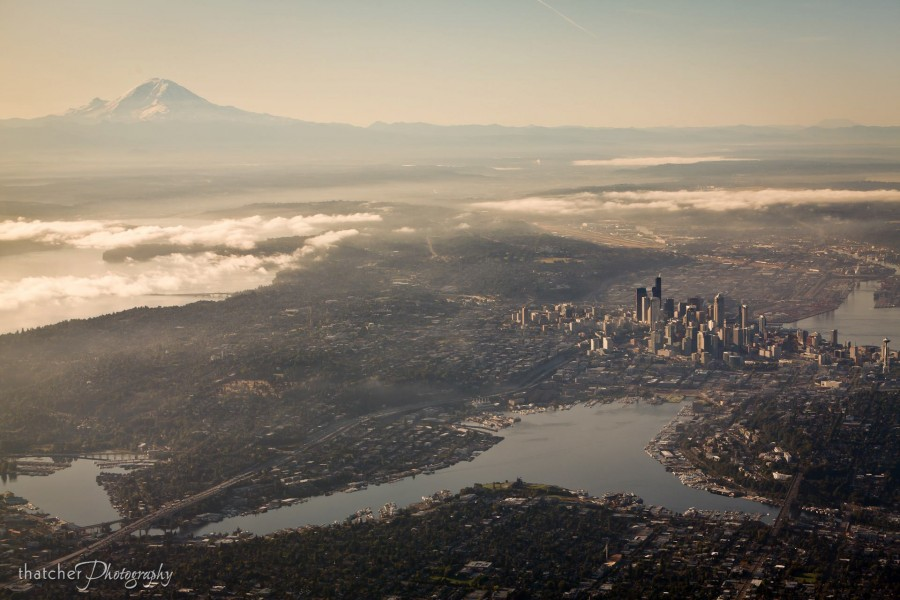Seattle and Mt Rainier photo by Thatcher Kelley [1920×1280]