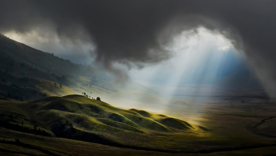 Early morning near Mount Bromo, East Java, Indonesia. Photo by Pimpin Nagawan [2400×1358]