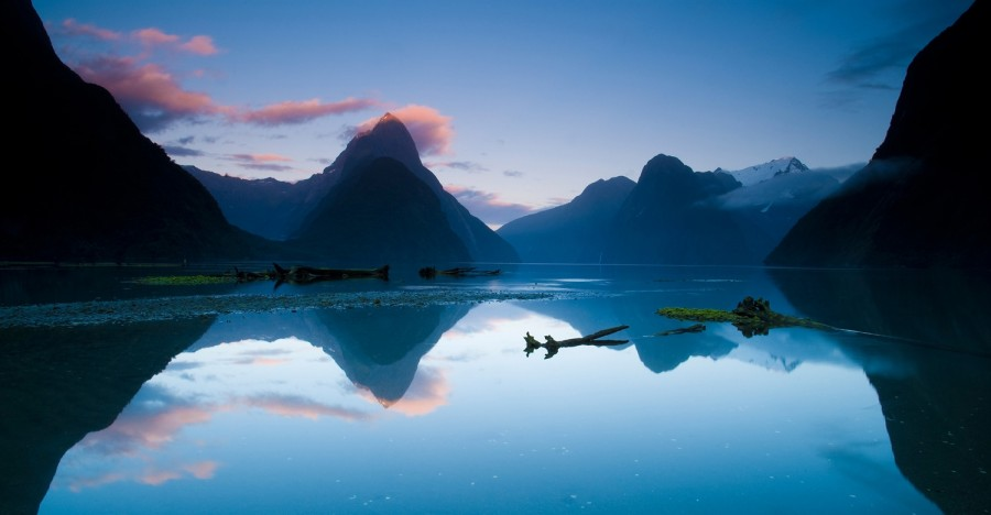 Breaking dawn at Milford Sounds, New Zealand[1500×781]