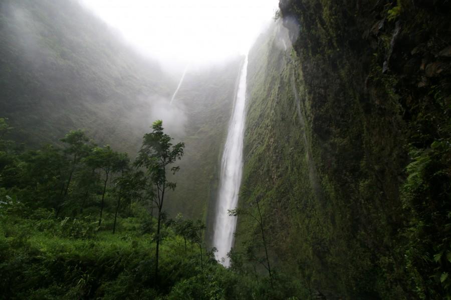 Hi'ilawe Waterfall, Waipio Valley, Hawaii (photo by Paul Hirst) [3504×2336]