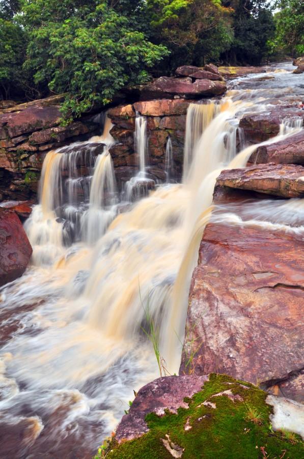 Bokor Falls, Bokor National Forest, Kampot, Cambodia [OC][2848×4288]