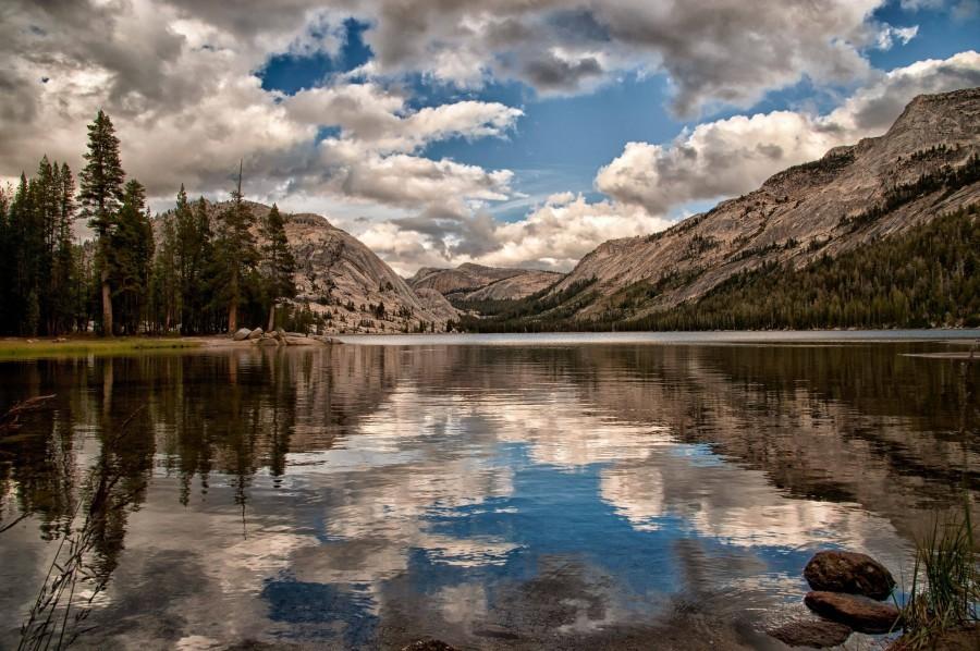 A fall day Tenaya Lake in Yosemite National Park [2880×1916]