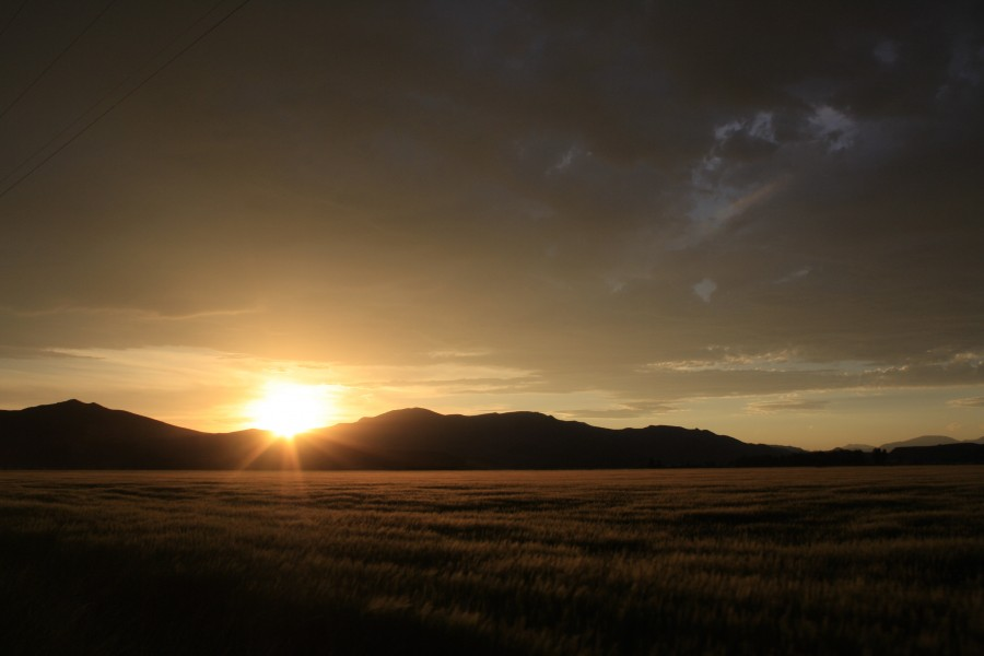 I stayed in Idaho on the farm of my ex-gf's grandparents: It was a glorious evening that day. (not far from that picture from 2 days ago). Hope you enjoy! [3888×2592][OC]