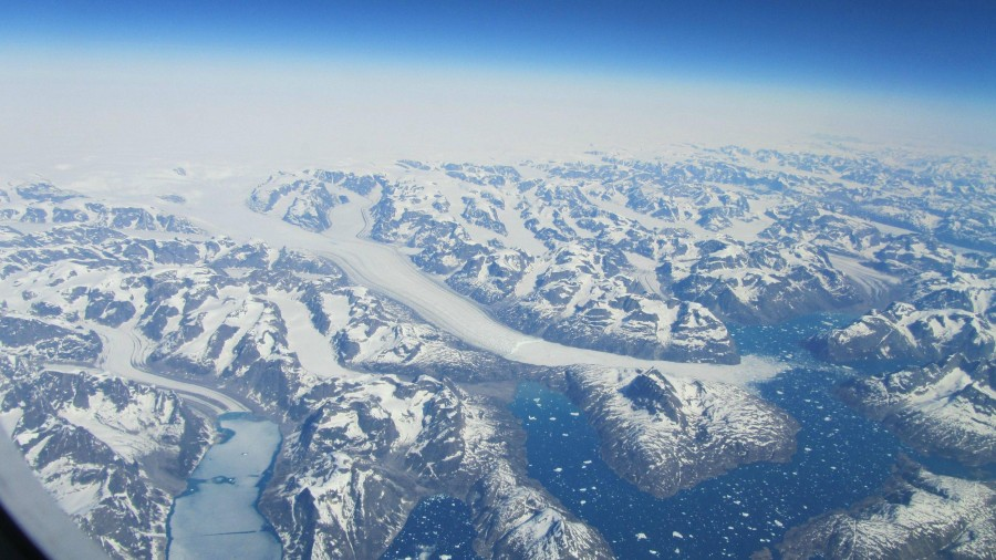 Flying over Greenland [3033×1707] (x-post from Pics)