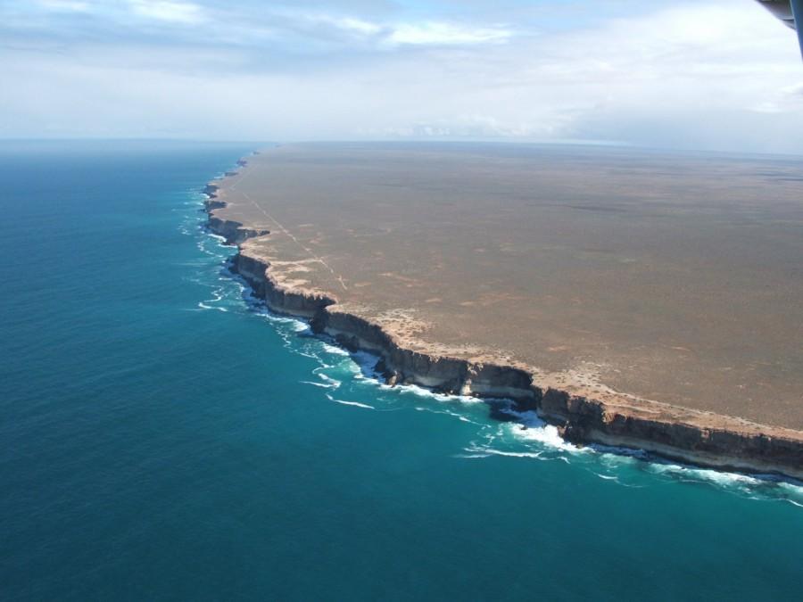 The Bunda Cliffs, Australia. [1600 x 1200]
