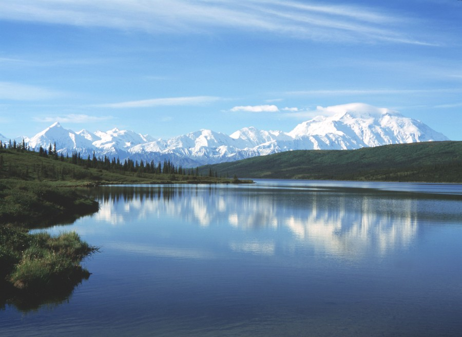 Mount McKinley (on the far right) from Wonder Lake [3292×2400]
