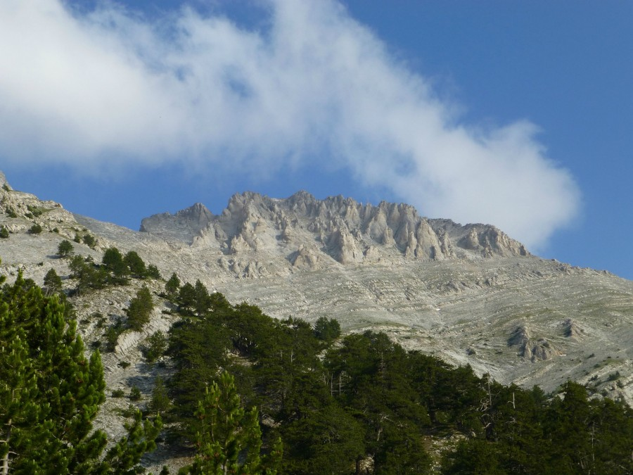 Mt Olympus – can see why the ancient Greeks thought this was the home of the gods, certainly looks the part [2592×1944] [OC]