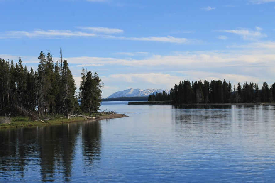 Gorgeous Lake in Yellowstone National Park [4272×2848]