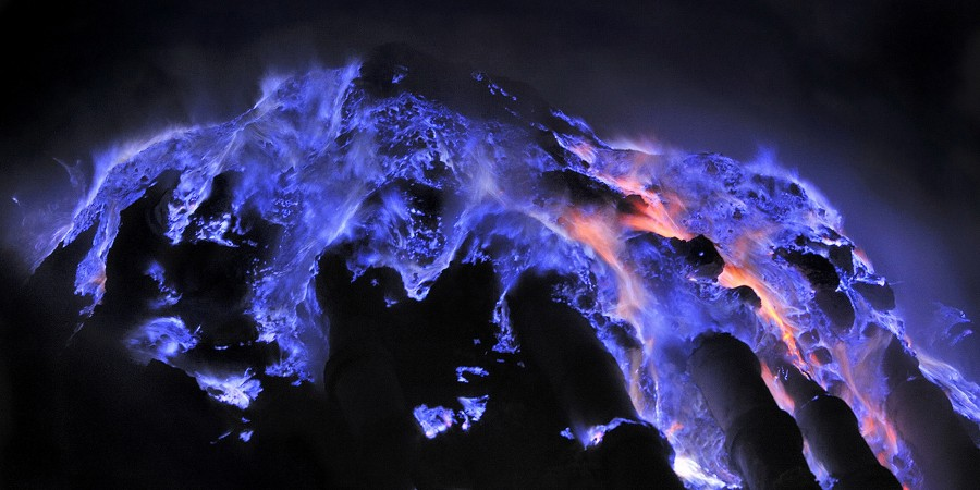 Indonesian volcano spews bright blue lava and it is beautiful [2000×1000].