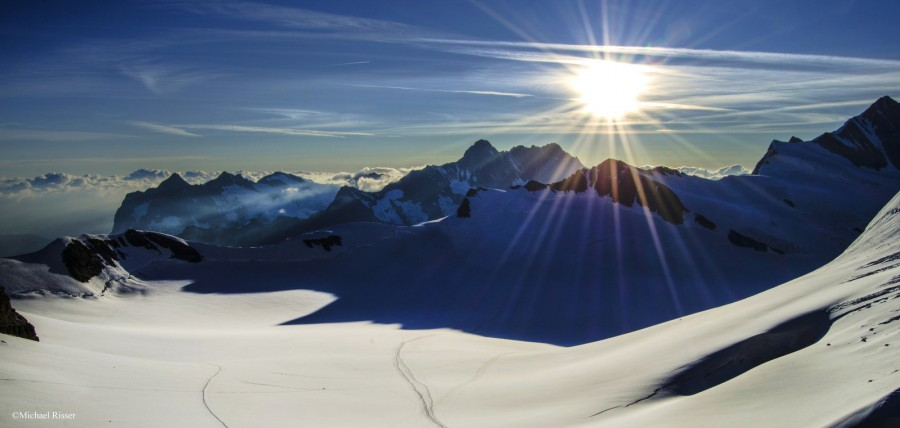 A shot I got a few weeks ago moments after waking up at Mönchsjoch Hütte in Switzerland [1600×721][OC]