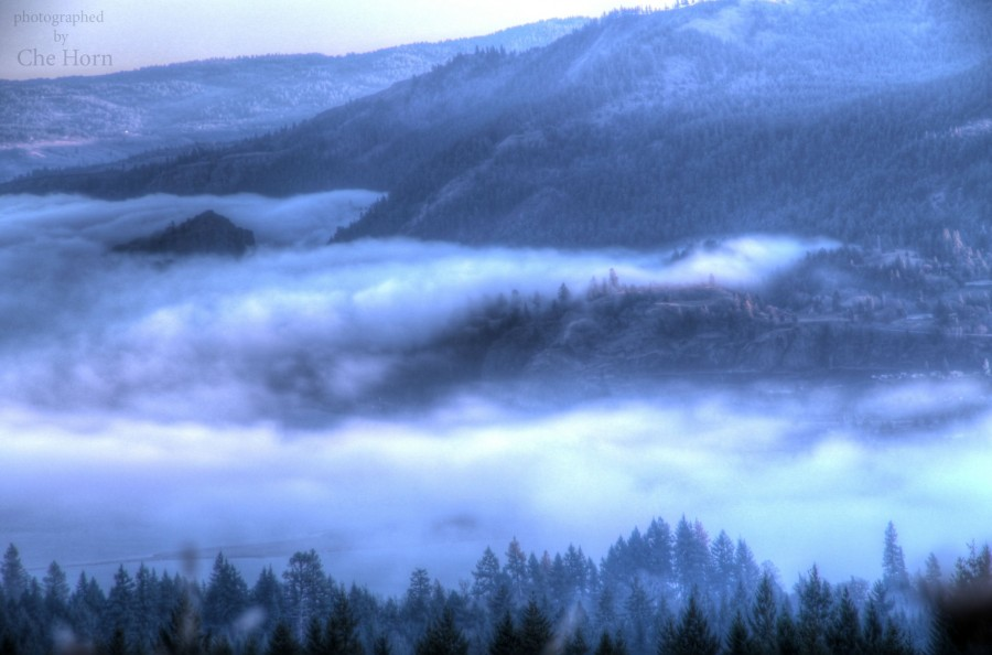 HDR Fog around The Columbia Gorge, WA [3076×2033]