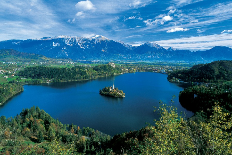 Lake Bled in Slovenian Alps (2480×1667)