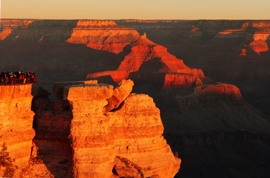 Golden hour at the Grand Canyon. Humans for scale. [5100 x 3366]
