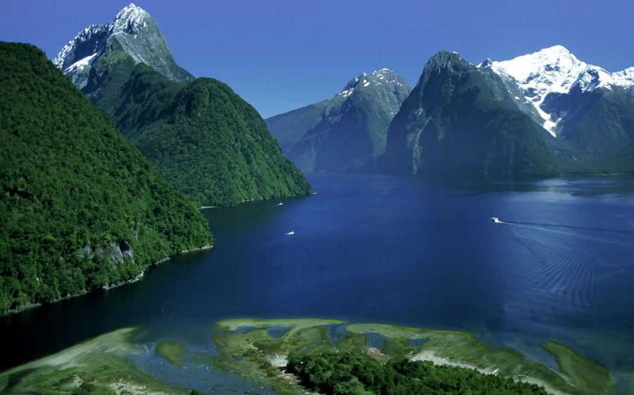 Stunning New Zealand National Park [470×752] Fiordland