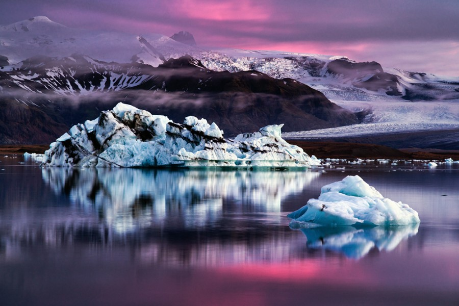 Icebergs on the Icelandic Jökulsárlón lagoon, at dusk [OS][1000 x 667] photo by Dennis Fischer