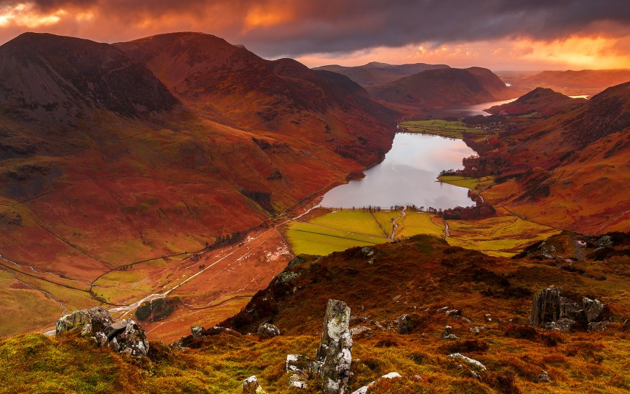 A colourful sunset on Buttermere Valley in the English Lake District [2048 x 1282][OS] photo by Steve Thompson