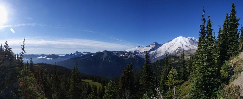 Mt. Rainier – Near Sunrise last summer [OC] 3837×1564