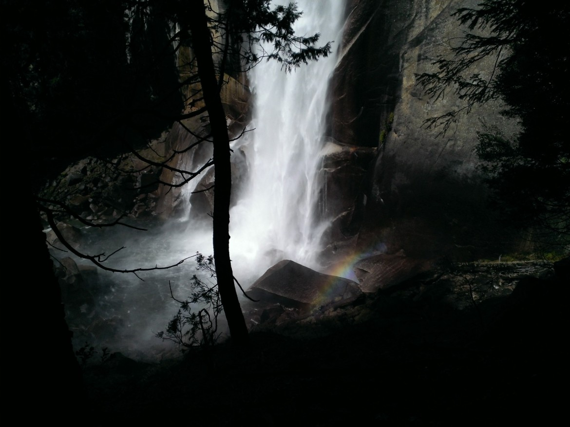 Picture of Vernal Falls, Yosemite, now with a tiny rainbow! [OC] [1634×1224]