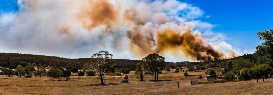 Out of control fire in the bush, Wattle Flat Australia [2048 x 719]