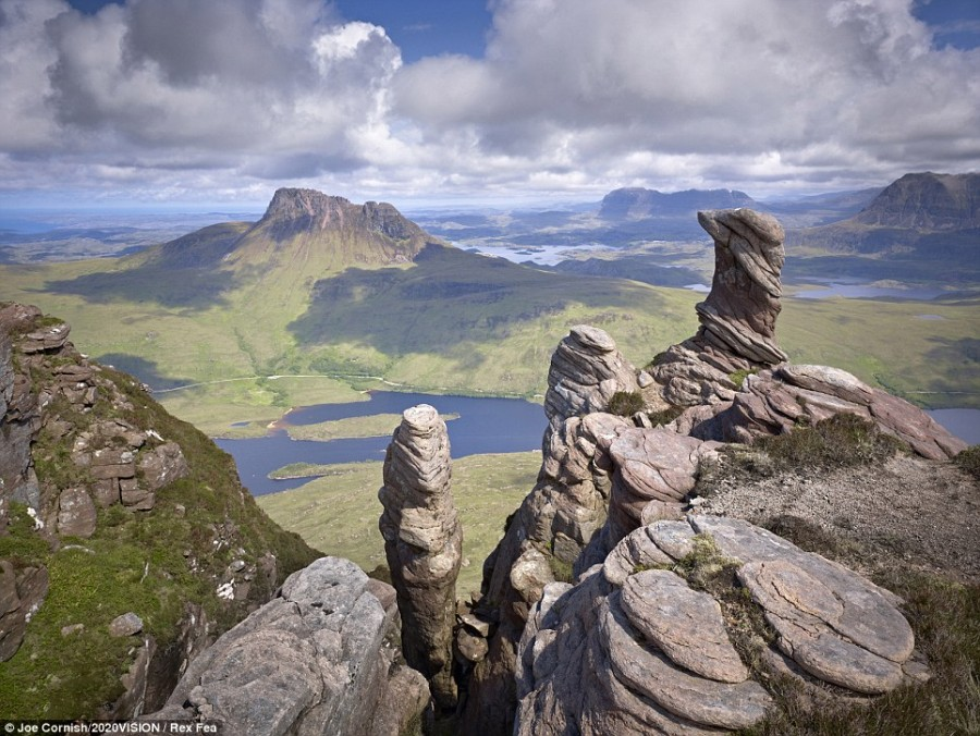 Summit of Sgorr Tuath in the Assynt mountains, Scotland [964×725]