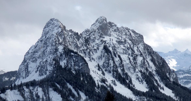 Haggenspitz & Small Mythen – Switzerland [OC] [2000×1063]