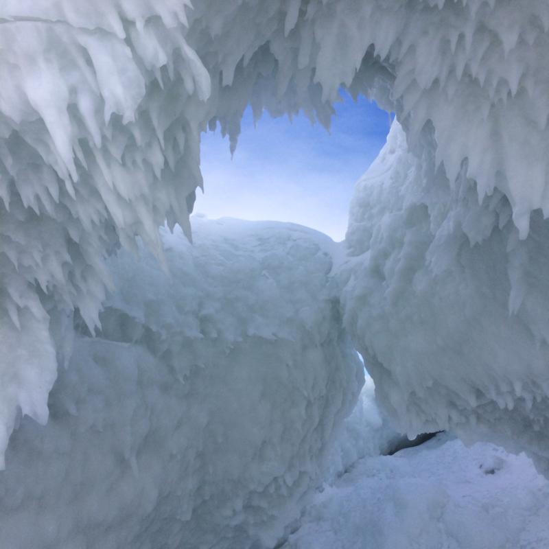 Lake Michigan ice caves [1311 x 640]