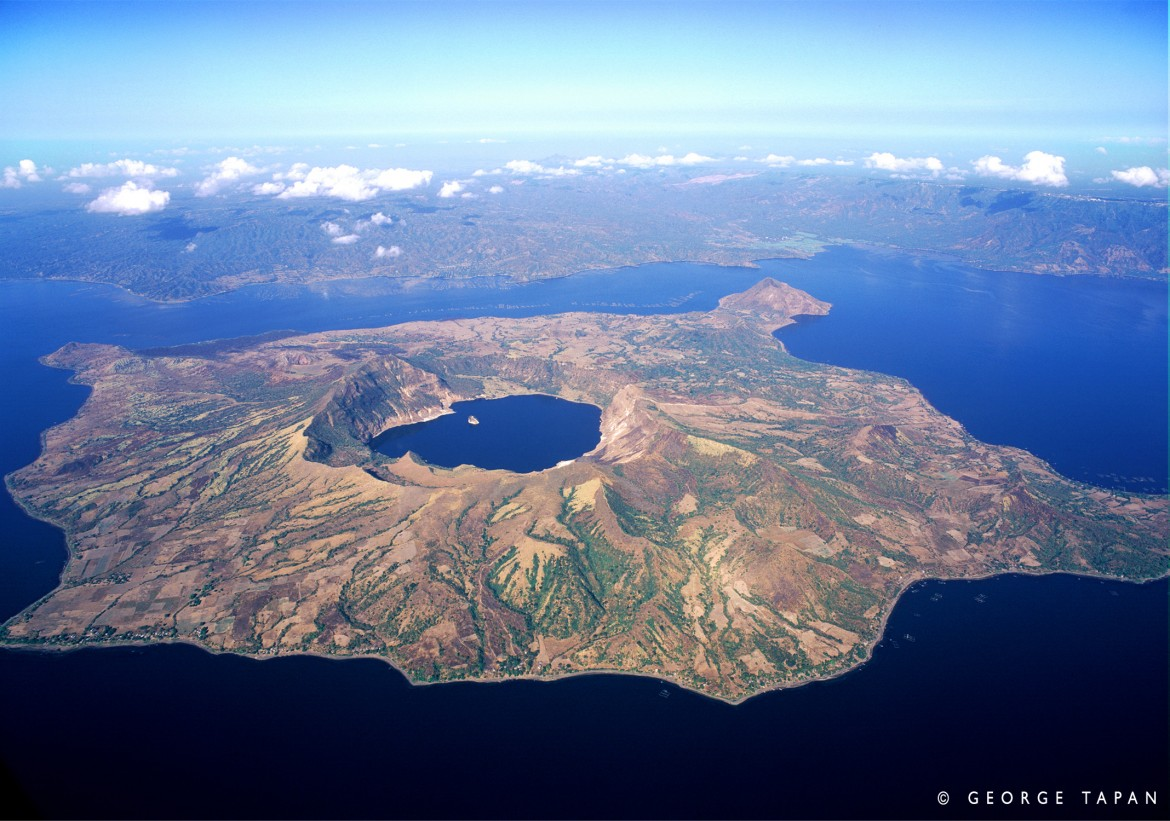 Taal Volcano, Batangas, Philippines [2136×1500] – Island in a lake on an island in a lake on an island