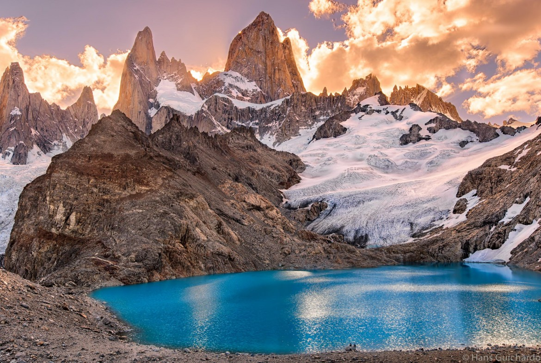 Sun setting behind Mount Fitz Roy, Argentina [2034×1365]
