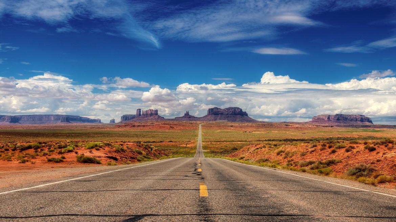 desert road [1920 × 1080]