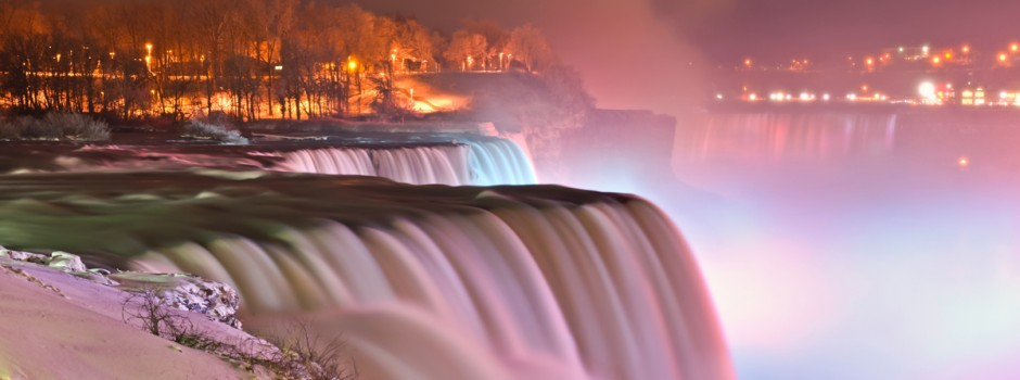 Niagara_falls_-_Winter_-_Prospect_point_view_at_night333